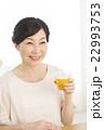 女性 ミドル 笑顔の写真 22993753