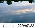 川面に映る夕空 22996388