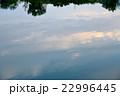 川面に映る夕空 22996445