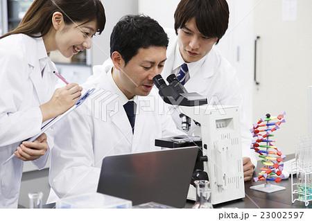 研究 サイエンス 科学 実験 科学者 化学者 23002597