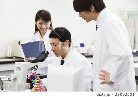 研究 サイエンス 科学 実験 科学者 化学者 23002601