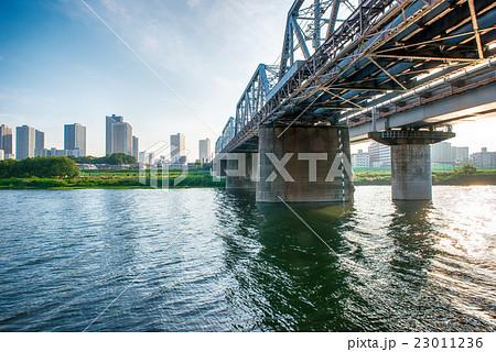 多摩川に架かる橋 23011236