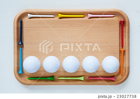 Cutting board with wooden golf tees and golf ballsの写真素材 [23027738] - PIXTA