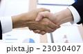 ビジネス 手 握手の写真 23030407