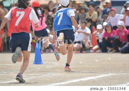 小学校の運動会 選抜リレー 23031348