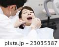 歯医者 患者 歯科医の写真 23035387