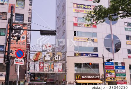 駅前風景 赤羽駅 赤羽一番街入り口 23046250