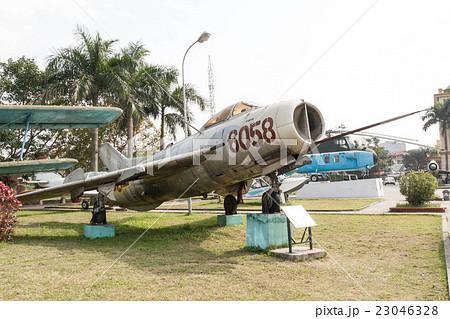 ベトナム ベトナム戦争時に北ベトナム軍が使用した旧ソ連製のミグ19戦闘機 23046328