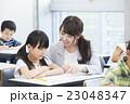 授業 先生 小学生の写真 23048347