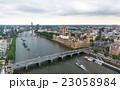 ロンドン テムズ川沿いの風景 23058984