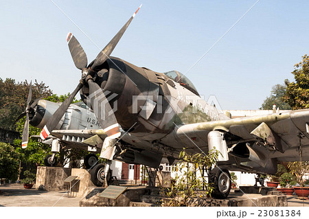 ベトナムのハノイにあるベトナム軍事歴史博物館に展示されているアメリカ海軍のスカイレイダーAD-6型 23081384