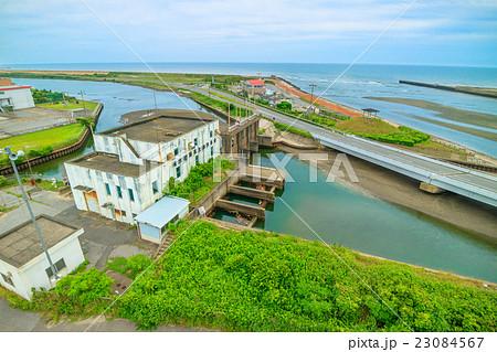 長生村 一宮川河口の排水機場を撮影 23084567