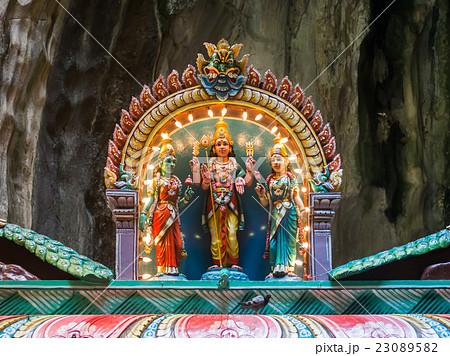 God statue inside batu caves 23089582