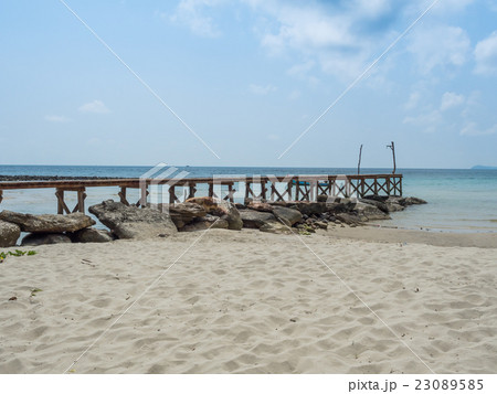 Old wooden Bridge to the blue sea 23089585