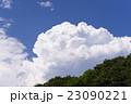 新緑の森林から空高く発達した真夏の象徴入道雲積乱雲晴天青空の背景イメージ完成予想図パース素材 23090221