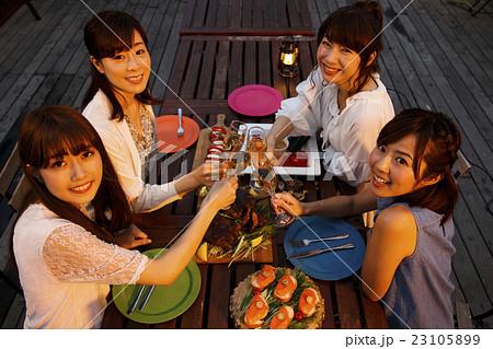 パーティー 女子会 旅行 バカンス 女子旅 友達 友人 23105899