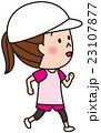 ランニングをする女性 23107877