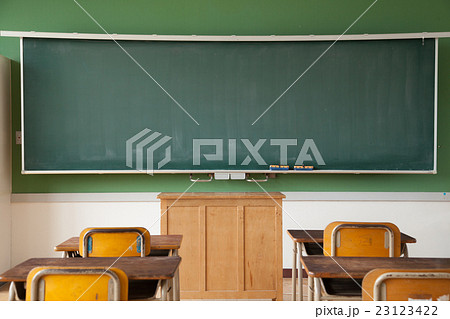 教室の教壇 黒板 23123422