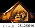 キャンプ アウトドア テント 女性 夜 友達 友人 23125649