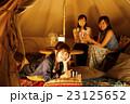 キャンプ アウトドア テント 女性 夜 友達 友人 23125652