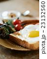 テーブルの上の朝食 23132560