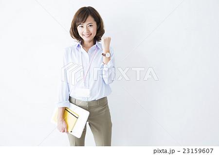 若い女性 23159607
