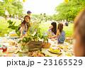 ピクニックを楽しむ子供 23165529