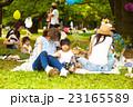 公園で遊ぶ子供 23165589
