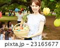 ピクニックを楽しむママ友達 23165677