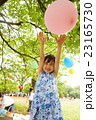 女の子 子供 遊ぶの写真 23165730