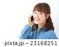 スマートフォン・電話する女性 23168251