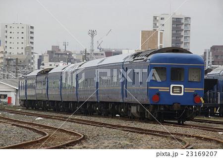尾久客車区に留置されるブルートレイン客車 23169207