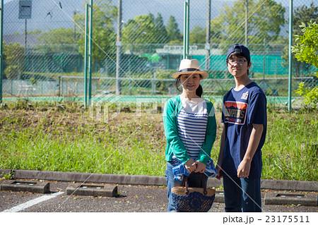 中学生の息子との親子写真 23175511