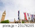 ビッグベンと国旗 23176205