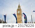 ビッグベンと国旗 23176220