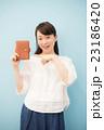 手帳 女性 ブラウスの写真 23186420