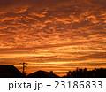 住宅街の夕焼け少し前の空 23186833