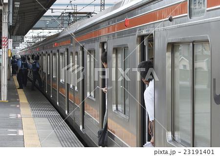 通勤電車:車内トラブル発生時(武蔵野線) 23191401