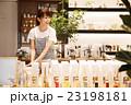 店員 販売員 女性 雑貨 セレクトショップ 撮影協力:TENOHA DAIKANYAMA 23198181