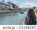 小樽を旅行する女性 23198285