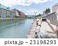 小樽を旅行する女性 23198293