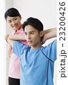 整体 ストレッチ コアバランス コアバランスストレッチ 整体士 女性 患者 男性 白バック 23200426