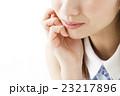 ビューティー メイク 化粧 女性 ビューティ 若い女性 スキンケア 美容 笑顔 23217896