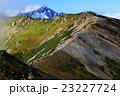 白馬鑓ヶ岳の下りから見る唐松岳への稜線と剱岳 23227724