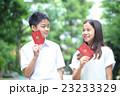 パスポートを持つ中学生男女 23233329