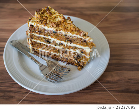Carrot cake with walnuts 23237695