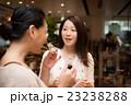 女性 2人 ショッピング 撮影協力:TENOHA DAIKANYAMA 23238288