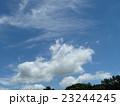 夏の雲秋の雲と如何違う。青空と共に 。 23244245