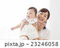 お母さんと赤ちゃん 23246058