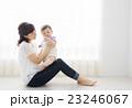 赤ちゃん 子育て 親子の写真 23246067